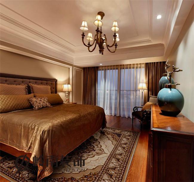 在设计时强调空间的独立性,配线的选择要比新古典复杂得多。空间上追求连续性,追求形体的变化和层次感。室内外色彩鲜艳,光影变化丰富;为体现华丽的风格,家具、门、窗多漆成白色,家具、画框的线条部位饰以金线、金边。 很高心大家能够鉴赏以上的装修设计效果图,武汉岭南装饰在此祝贺您有一个舒适温馨的家庭。